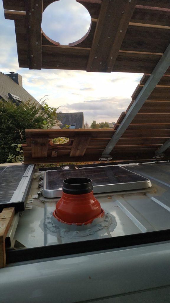 Fixation poêle à bois, poêle à bois van, cheminée poêle