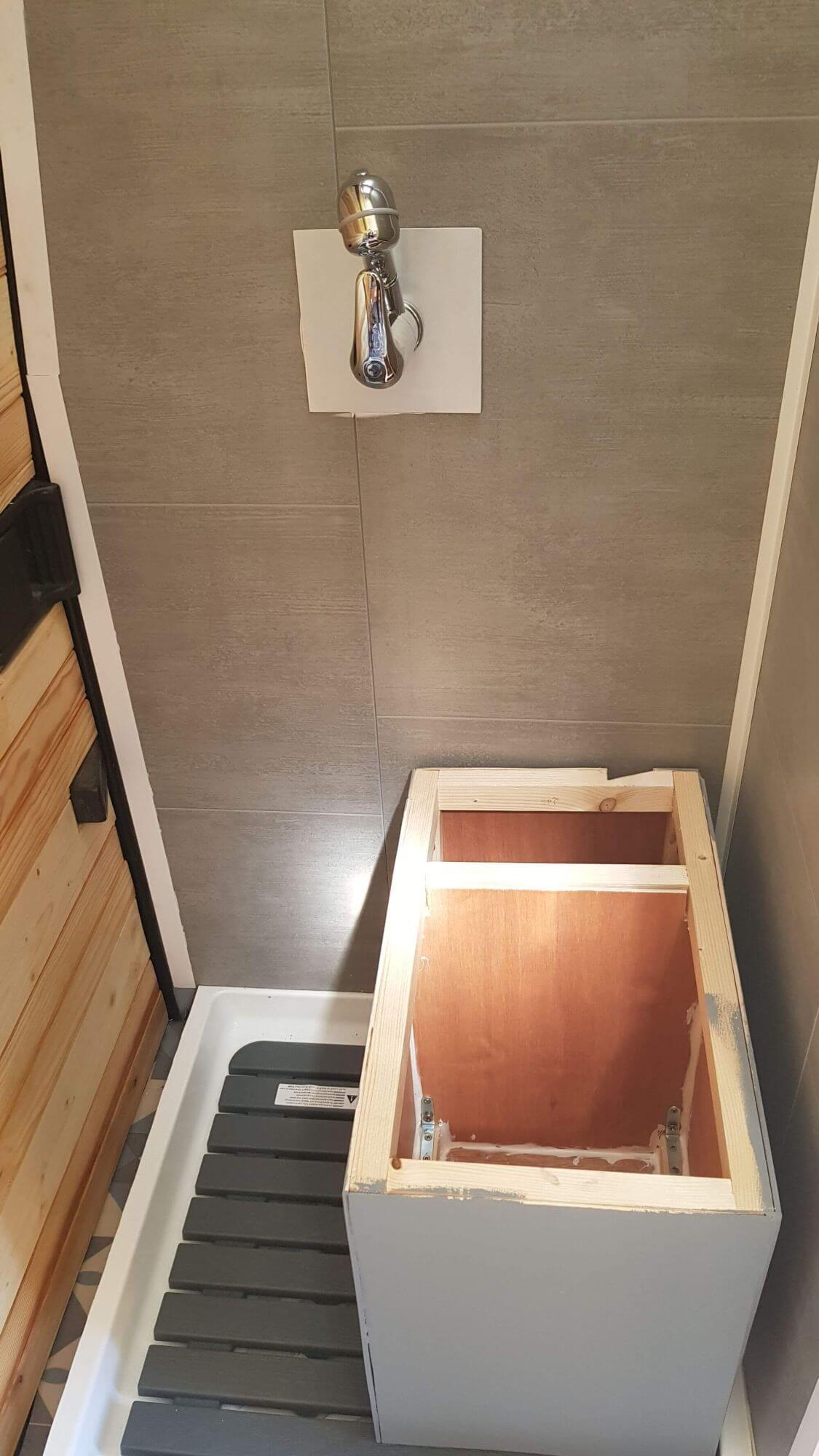 emplacement toilettes seches, toilettes seches douche