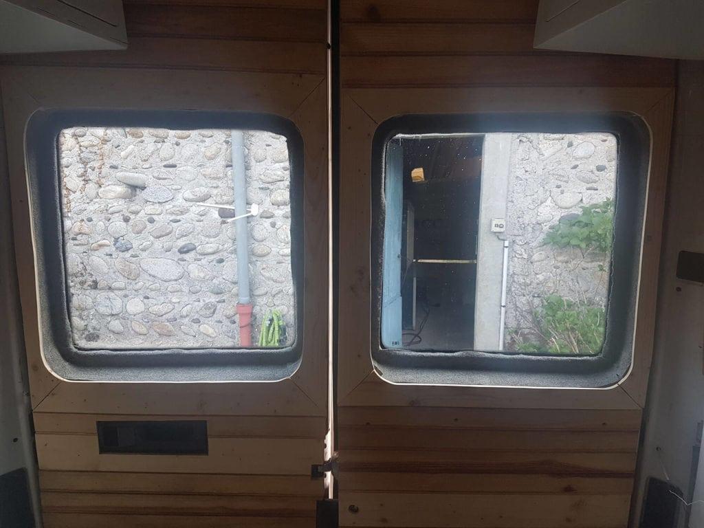 Pensez aux fenêtres dans votre fourgon, pour plus de lumière
