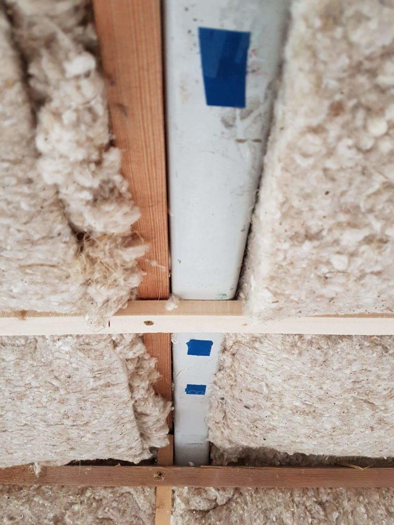 Fixation de tasseaux fins au plafond