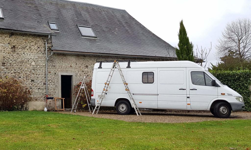 Mercedes Sprinter, fourgon aménagé utilisant une galerie de toit